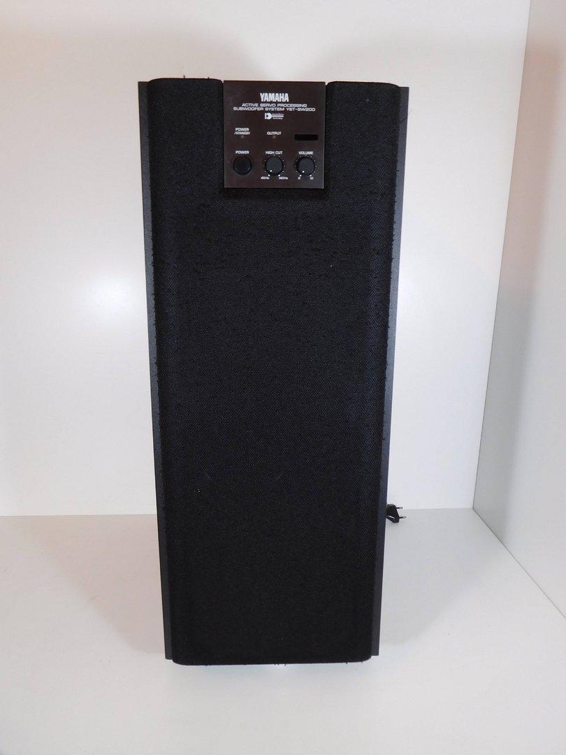 subwoofer yamaha yst sw 200 schwarz sehr guter zustand. Black Bedroom Furniture Sets. Home Design Ideas