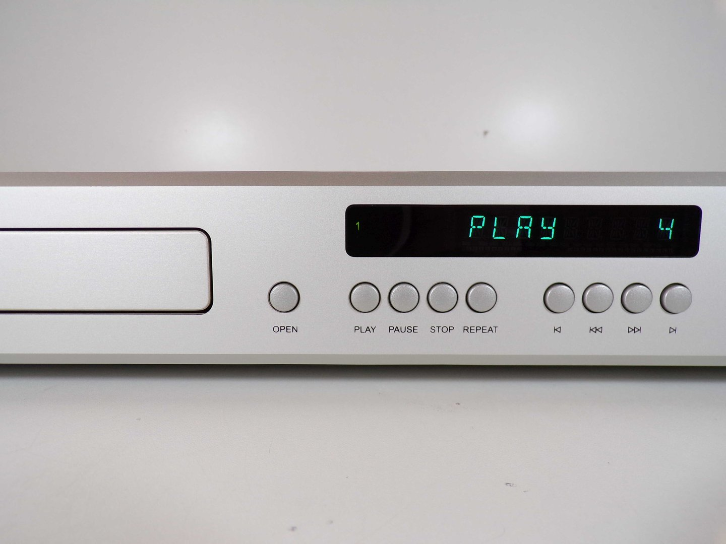 T+A high end CD player CD 1220 R, silver, good condition, 1809